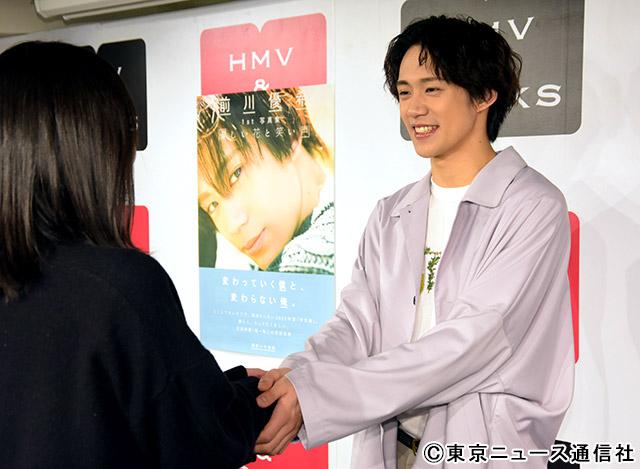 前川優希1st写真集「優しい花と笑い声」会見リポート