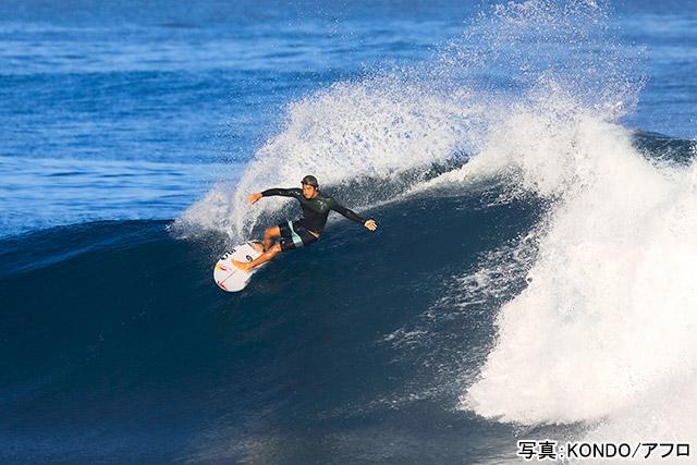 サーフィン(五十嵐カノア)写真:KONDO/アフロ