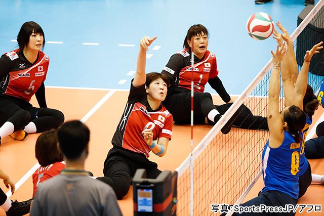 シッティングバレーボール(菊池智子)写真:SportsPressJP/アフロ
